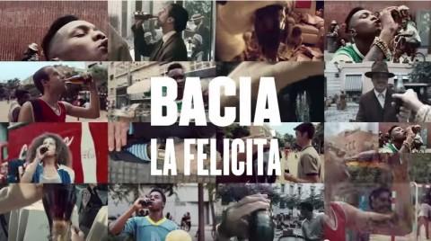 #BaciaLaFelicità - La bottiglia Coca-Cola compie 100 anni
