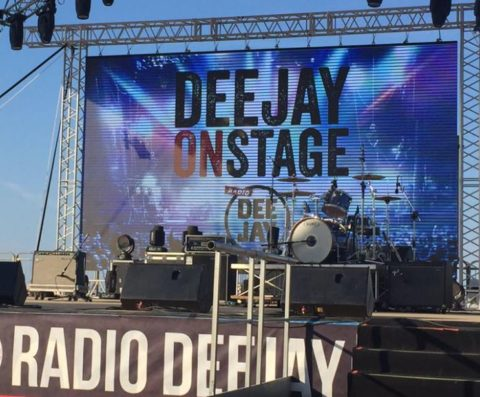 deejay on stage 2016