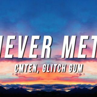 NEVER MET! by Cmten - ft. Glitch Gum - Testo e Traduzione
